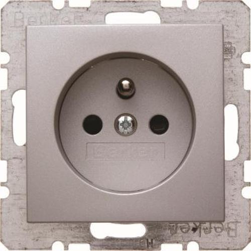 Berker 6765761404 Steckdose mit Schutzkontaktstift mit erhöhtem Berührungsschutz B.7 Alu, Matt